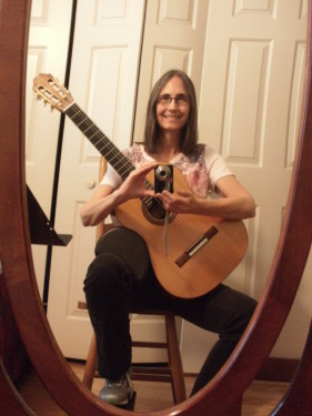 Laura Bruno Lilly with Prisloe classical guitar - practise selfie